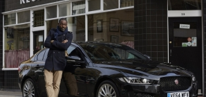 Idris Elba Jaguar XE: l'attore in viaggio da Londra a Berlino, il video