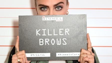 Rimmel Cara Delevingne Londra: la nuova brand ambassador, la campagna Scandal'Eyes Reloaded