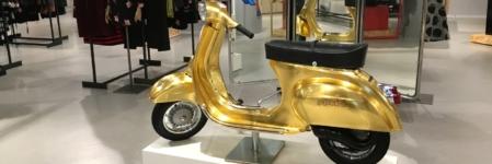 La Rinascente Milano Eicma 2016: in esposizione la vespa Polini in oro 23 carati