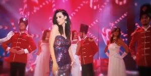 Laura Pausini Santa Claus is coming to town video: la cantante indossa Elisabetta Franchi