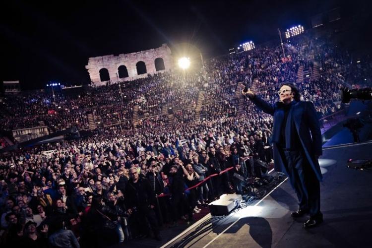 Arenà Renato Zero si racconta: tre ore di canzoni, musica ed emozioni