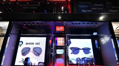 Ray-Ban San Babila: aperto il primo pop-up store a Milano, il party