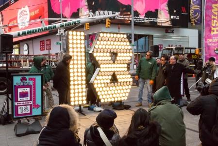 Capodanno New York 2018: la diretta streaming, special guest Mariah Carey e Camila Cabello
