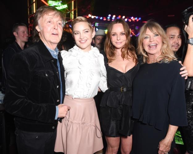 Stella McCartney collezione donna autunno 2018: il party con Kate Hudson e Leonardo DiCaprio