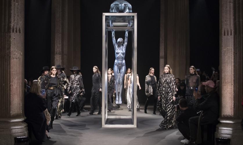 Alberta Ferretti collezione autunno inverno 2018 2019: il nuovo daywear audace e dinamico