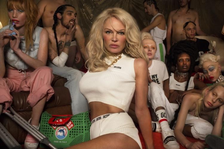 GCDS Pamela Anderson: la campagna primavera estate 2018, gli outsider glamour