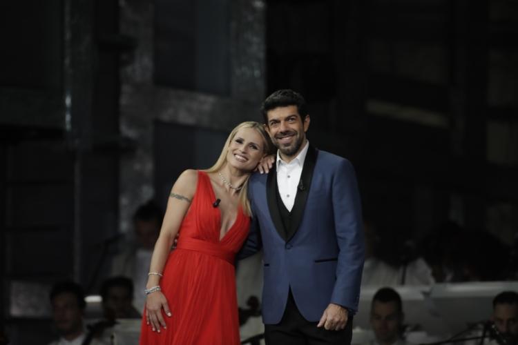 Festival di Sanremo 2018 abiti terza serata: i look di Baglioni, Hunziker e Favino