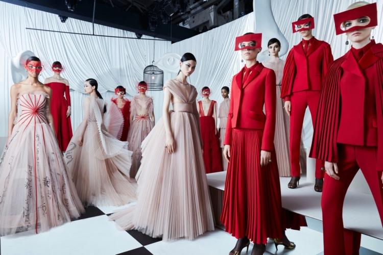 Christian Dior sfilata Shanghai haute couture primavera estate 2018, la raffinatezza del ventaglio