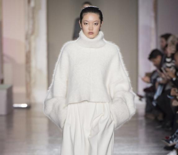 Tendenze moda autunno inverno 2018 2019 Calcaterra: materia, spazio e volume