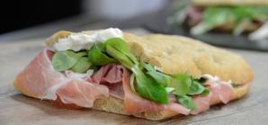 Autogrill nuovi panini 2018: le eccellenze gastronomiche regionali e le insalate Super Life