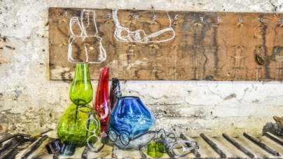 Venini Ron Arad Where are my glasses?: la nuova collezione di vasi Under, Single Lens e Double Lens