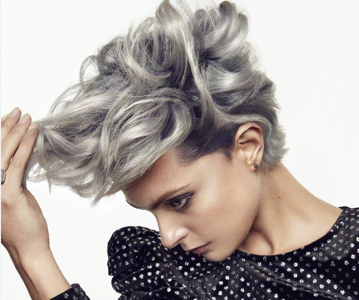 Tendenze colore capelli 2018  L Oréal Professionnel presenta Color Addict  Shimmer View Gallery (6 images) 34cbe4f44bb9
