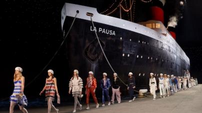 Chanel collezione Cruise 2018 2019: il lusso della Pausa, tutti i look della sfilata