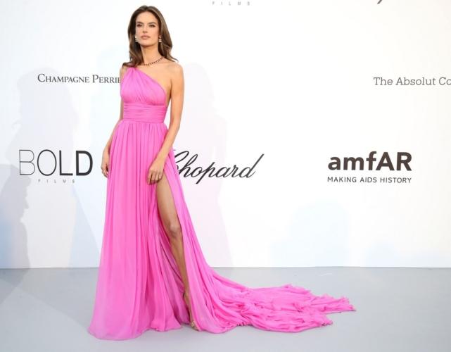 Festival di Cannes 2018 amfAR Gala: i look di Adriana Lima, Heidi Klum e Alessandra Ambrosio