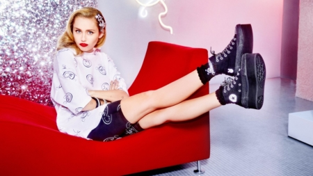 Converse Miley Cyrus 2018: la collezione audace, divertente ed ironica