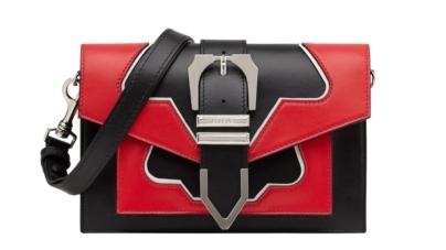 Versus Versace borse 2018: l'iconica Buckle Bag riscrive i limiti della versatilità