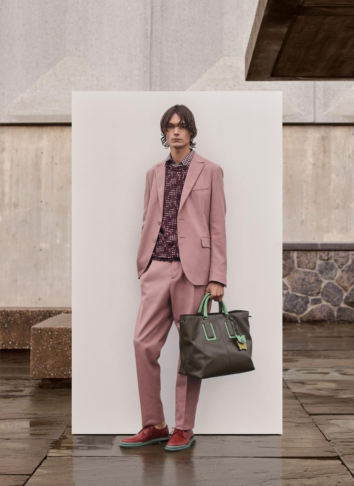 16053f6dd05e View Gallery (24 images). Bottega Veneta presenta la nuova collezione  maschile per ...