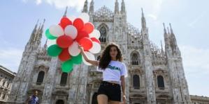 Alberta Ferretti capsule collection Alitalia: il fascino del logo