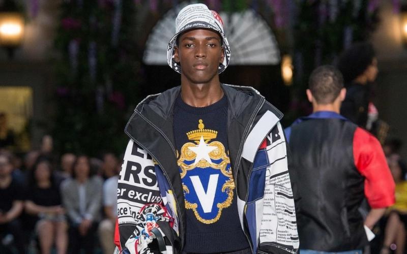 Versace Uomo collezione primavera estate 2019: lo street-style fashion, la sfilata