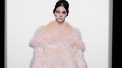 Fendi Couture autunno inverno 2018 2019: la sfilata, guest Mandy Moore e Jamie Campbell Bower
