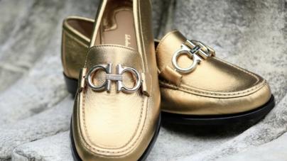 Salvatore Ferragamo scarpe Prefall 2018: il mocassino con Gancini Reversibile