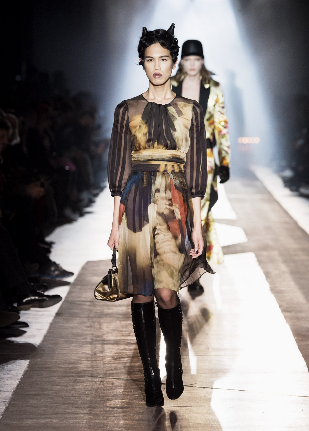 ae0c842efe Moschino pre collezione donna autunno inverno 2018 2019   Carlo ...