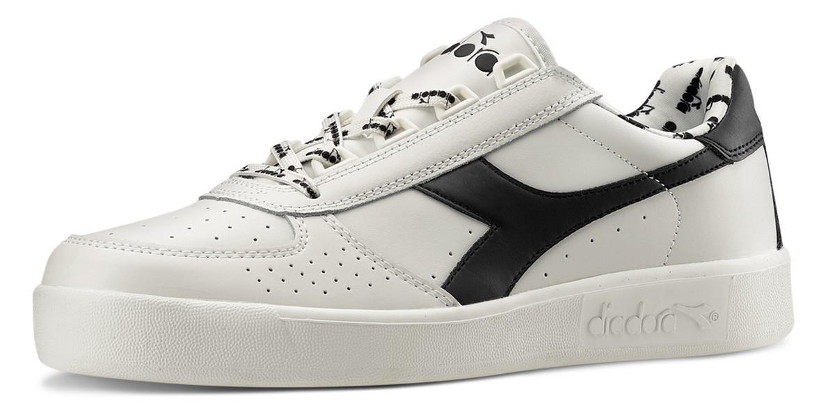 bcc8d861d5 View Gallery (12 images). AW LAB presenta le nuove sneaker Diadora  selezionate dall'artista Rkomi, testimonial ...