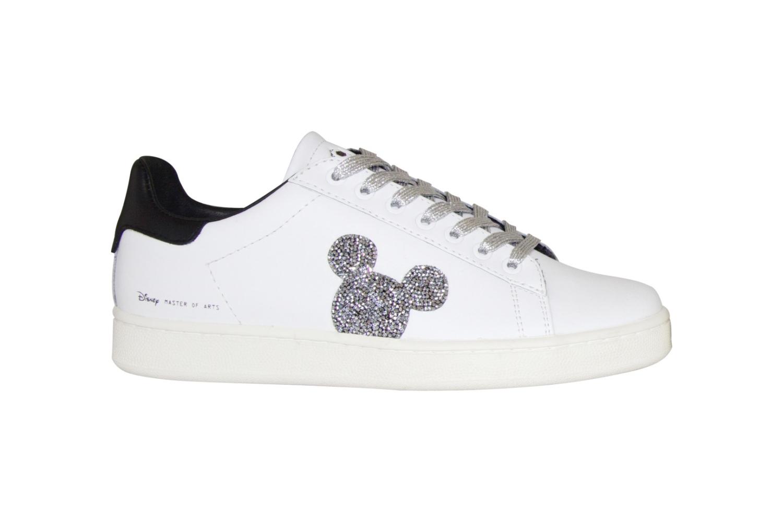 MOA Master of Arts presenta una nuova sneaker esclusiva nata dall unione  tra la magia di Walt Disney e Mickey Mouse. Scoprila su Globe Styles f5255f42d2a