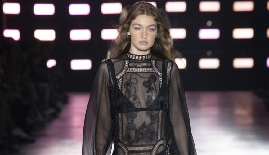 Alberta Ferretti collezione primavera estate 2019: l'estetica femminile contemporanea