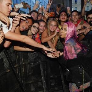 Diesel Nicki Minaj party Hate Couture Milano: folla di fan per la rapper