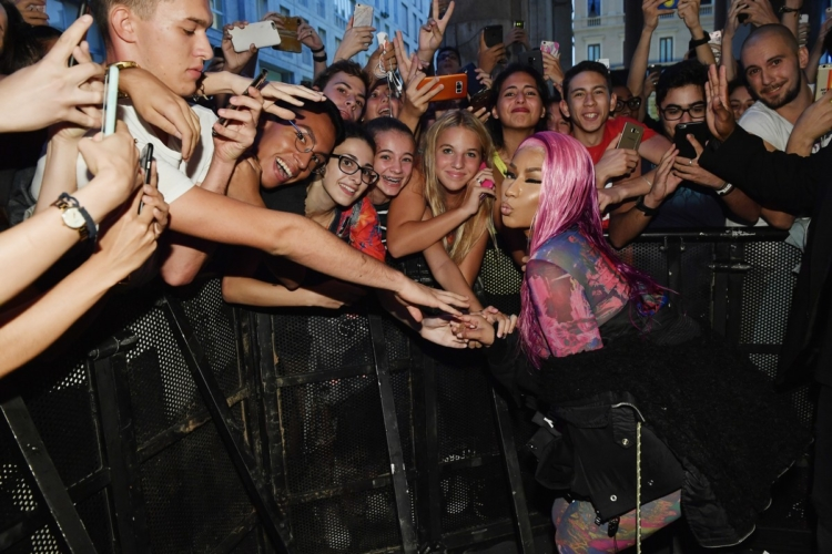 Diesel Nicki Minaj party Hate Couture Milano: folla di fan per la rapper