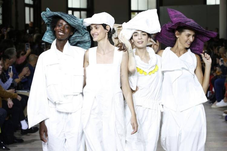 Issey Miyake donna primavera estate 2019: eleganza libera e flessibile