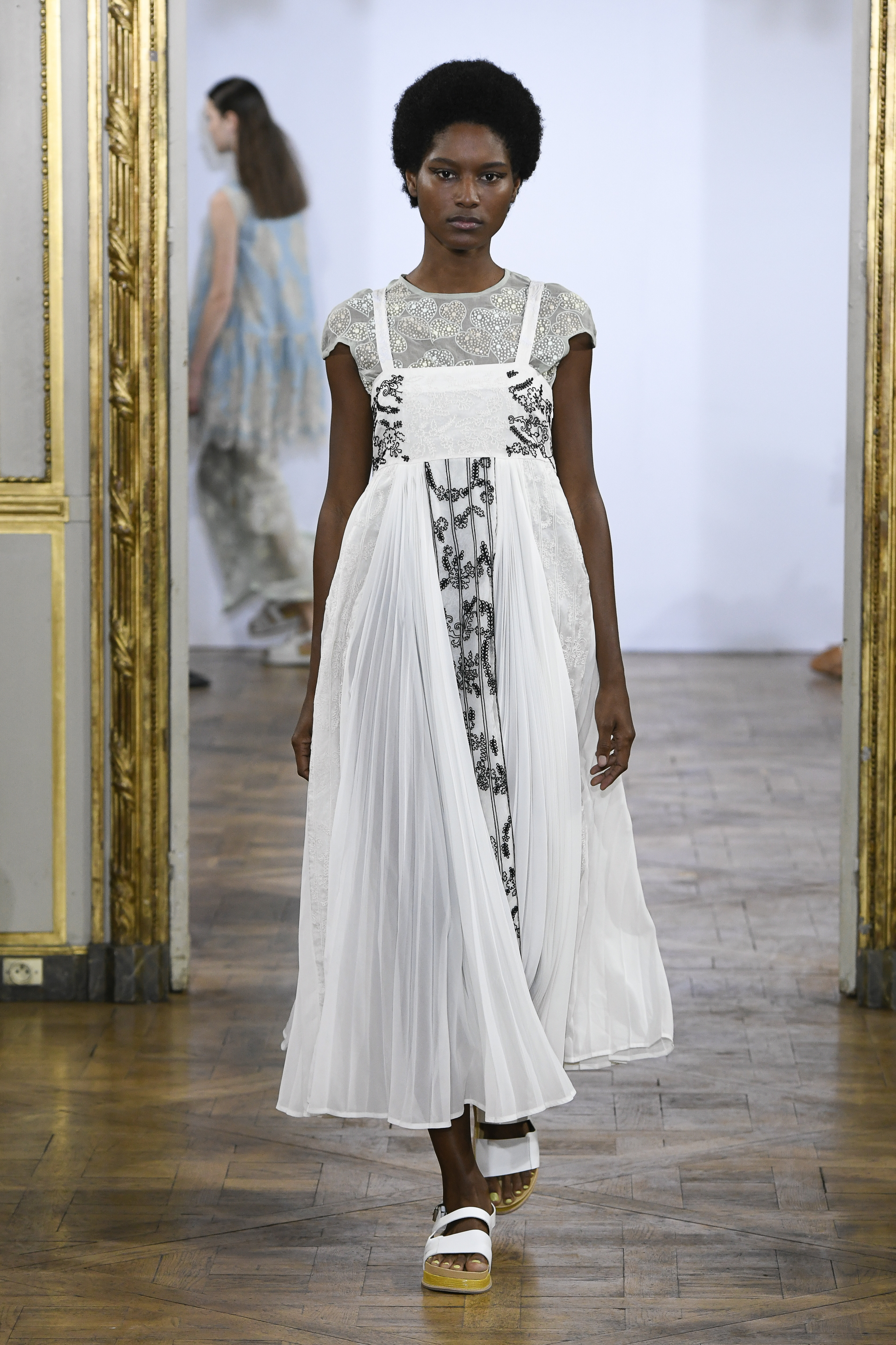 Moda donna primavera estate 2019 Rahul Mishra