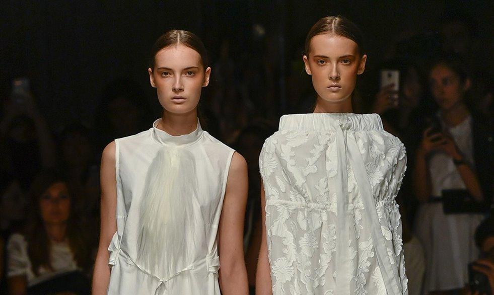 Tendenze moda donna primavera estate 2019 Alberto Zambelli  le declinazioni  del bianco View Gallery (39 images). Sulle passerelle di Milano ... 7975af9abe3