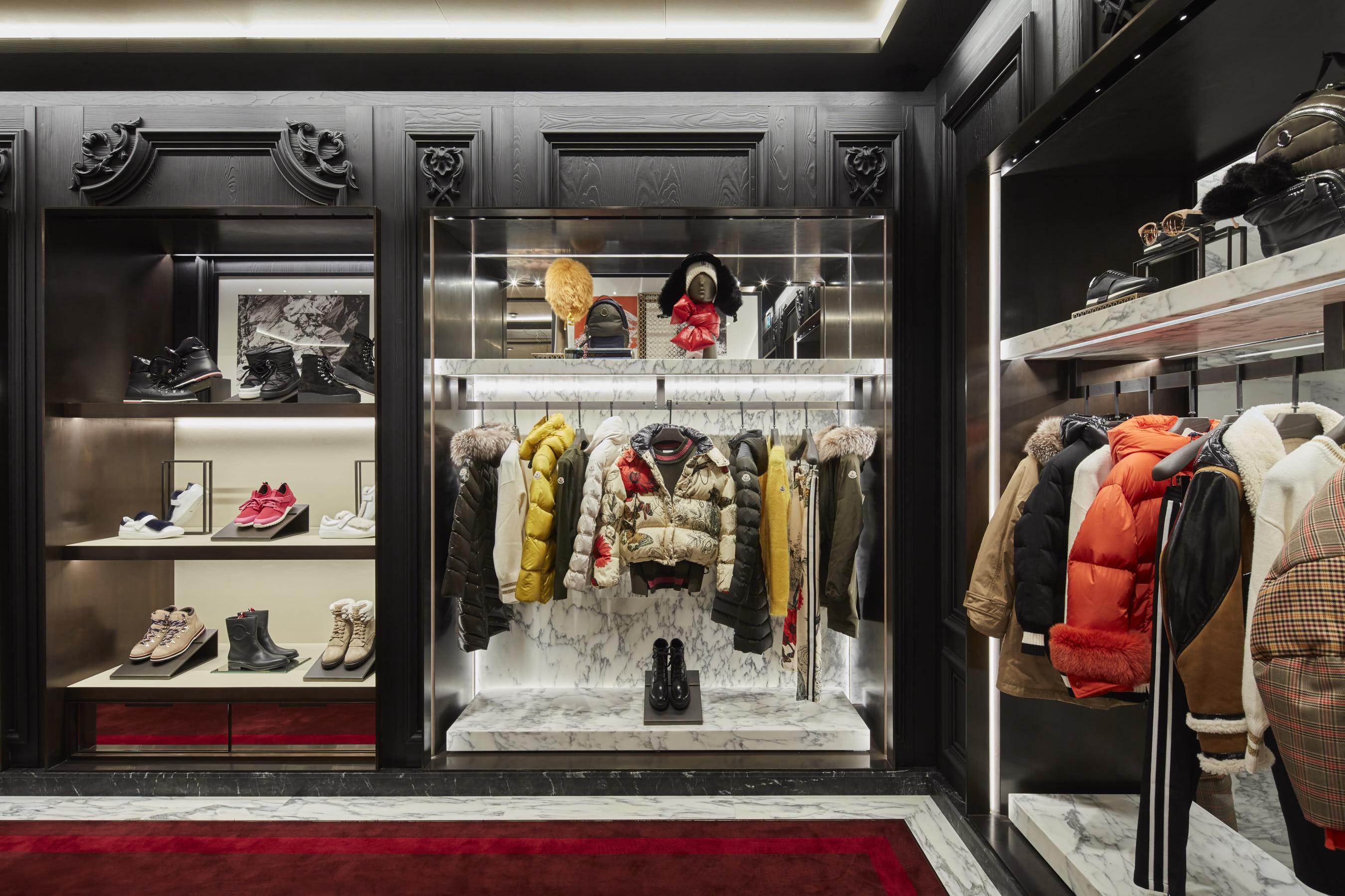 Moncler bologna galleria cavour nuova boutique foto for Boutique bologna