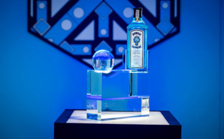 Bombay Sapphire Canvas Bar Milano: l'opera The bottle in the rock firmata da Fabio Novembre