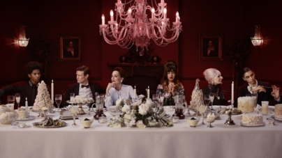 """Burberry campagna Holiday 2018: il video """"Close Your Eyes and Think of Christmas"""""""