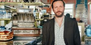 Jovanotti Chiaro di Luna video: Lorenzo indossa Ermenegildo Zegna e Gucci