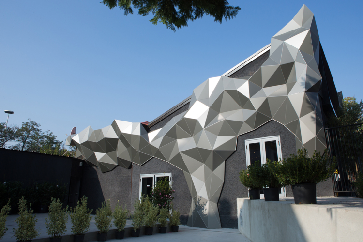 PostOffice Station Milano Rogoredo: le superfici tridimensionali di Wood-Skin per il caffè lounge