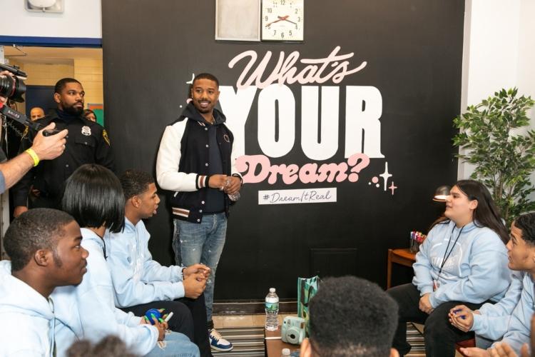 Michael B. Jordan Barringer High School: l'attore incontra gli studenti per il progetto Dream It Real