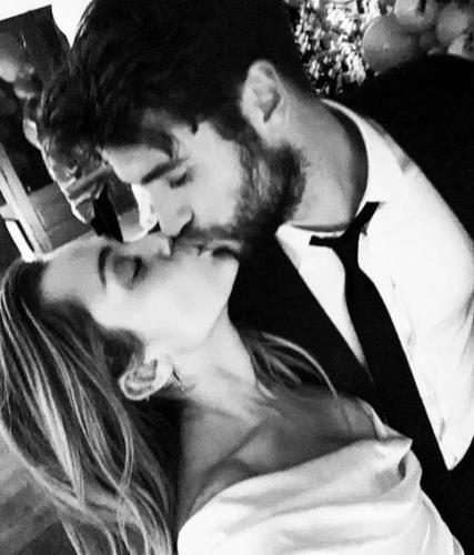 Miley Cyrus Liam Hemsworth matrimonio: l'abito da sposa è firmato da Vivienne Westwood