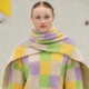 Arthur Arbesser autunno inverno 2019: intrecci di abaco e quadri multicolore