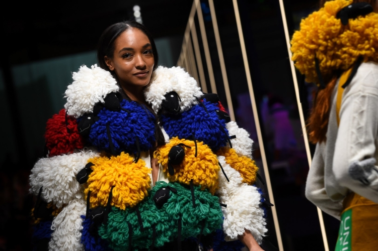 Benetton sfilata autunno inverno 2019: The Rainbow Machine by Jean-Charles de Castelbajac