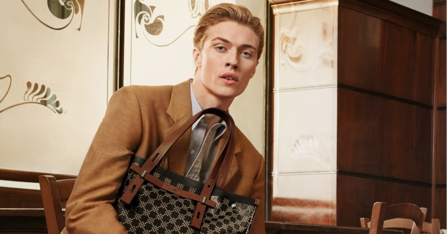 Furla campagna primavera estate 2019: protagonisti Joan Smalls e Lucky Blue Smith