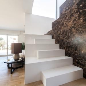 Villa Marilena Trapani architettura: i marmi Margraf sono protagonisti degli interni e degli esterni