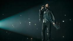 Eros Ramazzotti Vita ce n'è tour: il cantante indossa look personalizzati da Diesel