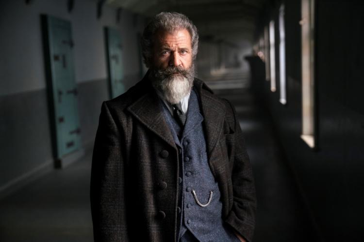 Il Professore e il Pazzo film: un racconto che scava nella follia e nel genio di due uomini straordinari
