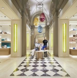 Louis Vuitton Firenze negozio: design vintage e opere d'arte per il restyling dello store