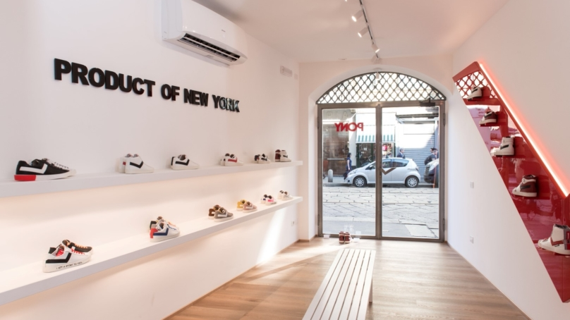 Pony negozio Milano via Ponte Vetero  il debutto del primo flagship store 93babc3e2ec