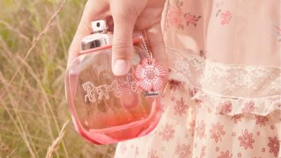 Coach Floral Blush profumo: la nuova fragranza femminile, la campagna con Lexi Boling